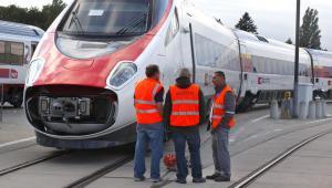 Pociągi Pendolino dla PKP Intercity mają być produkowane wyłącznie we Włoszech. Chorzowski oddział Alstomu nie ma co liczyć na związane z tym projektem kontrakty. Na zdj. Pendolino. Fot. Bloomberg.