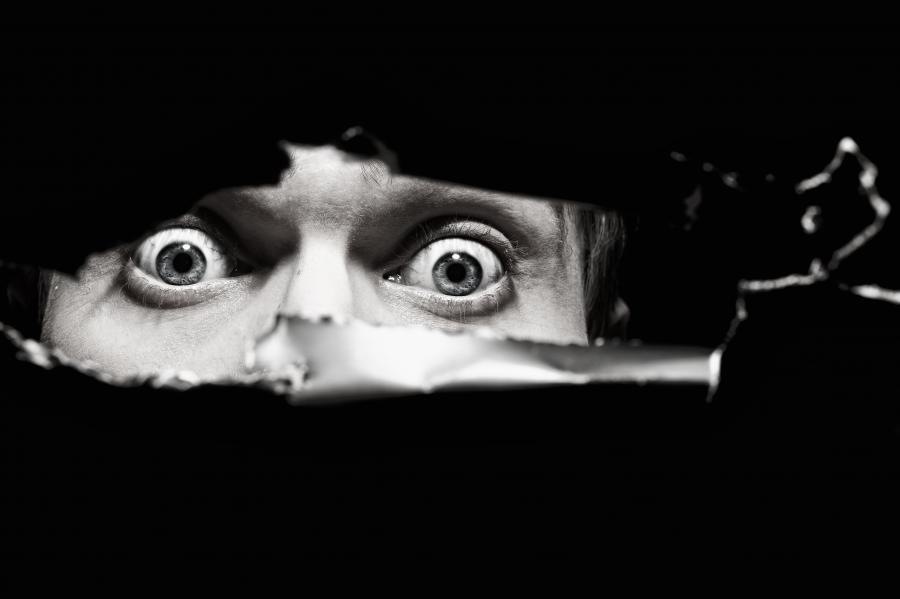 Oczy przerażonego człowieka