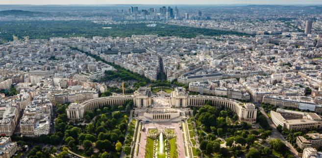 Panorama Paryża, w oddali wieżowce La Defense.
