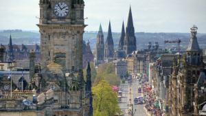 Edynburg, Szkocja. Widok na hotel Balmoral. Fot. PlusONE / Shutterstock.com