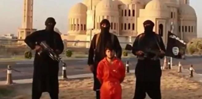 Egzekucja Kurda przeprowadzona przez dżihadystów