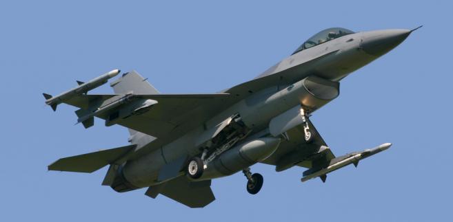mysliwiec-F-16