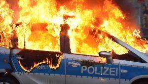 Płonący samochód niemieckiej policji. Zamieszki pod siedzibą EBC we Frankfurcie, 18.03.2015