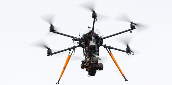 Fot. 9 Dron wisi nad celem