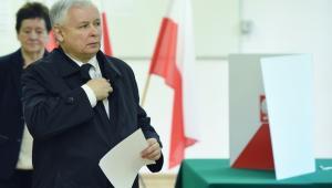 Prezes PiS Jarosław Kaczyński, głosuje w pierwszej turze wyborów prezydenckich w lokalu wyborczym w Warszawie