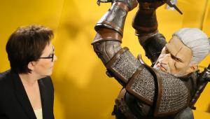 Premier Ewa Kopacz zwiedza warszawskie studio CD Projekt RED, podczas spotkania z producentami gry Wiedźmin 3: Dziki Gon, 18 bm. Premiera jednej z najbardziej wyczekiwanych gier ostatnich lat będzie miała miejsce 19 bm. (mr) PAP/Paweł Supernak