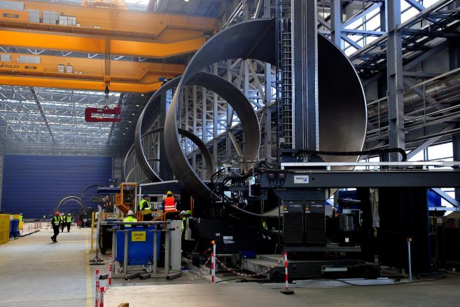 Techniczne uruchomienie produkcji w halach Bilfinger Mars Offshore w Szczecinie . (mb/mr) PAP/Marcin Bielecki
