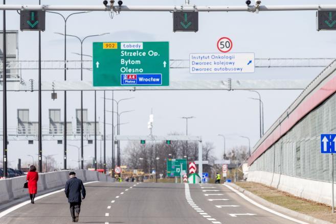 Nowo otwarty odcinek G2 Drogowej Trasy Średnicowej w Gliwicach, (zuz) PAP/Andrzej Grygiel