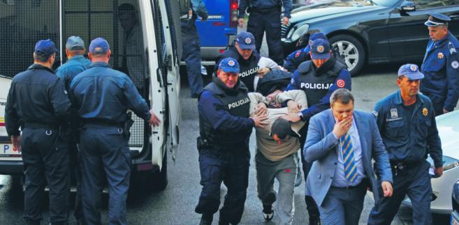 Zatrzymani przez policję uczestnicy domniemanego przewrotu fot. Stevo Vasiljevic/Reuters/Forum