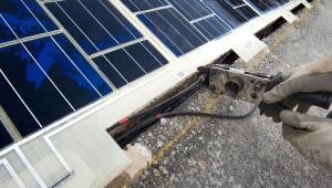 Instalacja paneli słonecznych w jezdni. Fot. COLAS – Joachim Bertrand