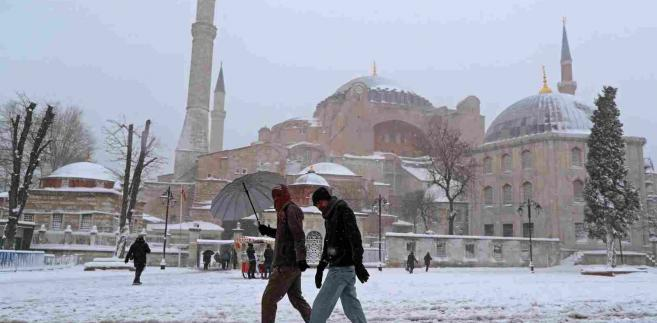 Atak zimy w Turcji EPA TOLGA BOZOGLU