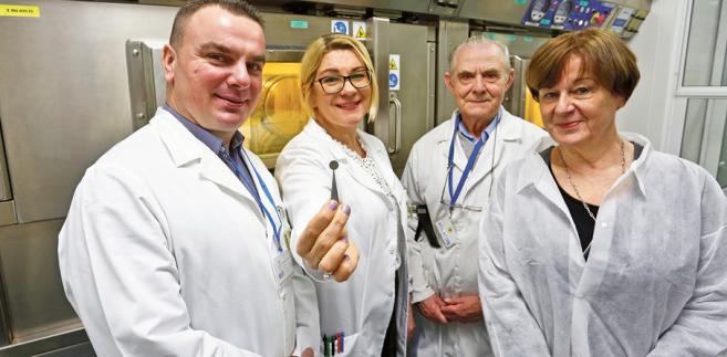 Tomasz Janiak, dr Izabela Cieszykowska, Tadeusz Barcikowski i prof. Renata Mikołajczak z NCBJ fot. Wojtek Górski