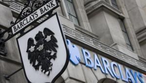 Znak Barclays na budynku placówki w Londynie