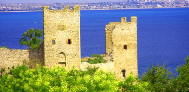 Genueńska twierdza w Teodozji (dawniej Kaffa), fot. Qypchak, źródło Wikimedia Commons, licencja: public domain