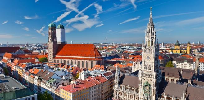 Marienplatz, Ratusz i Frauenkirche  w Monachium