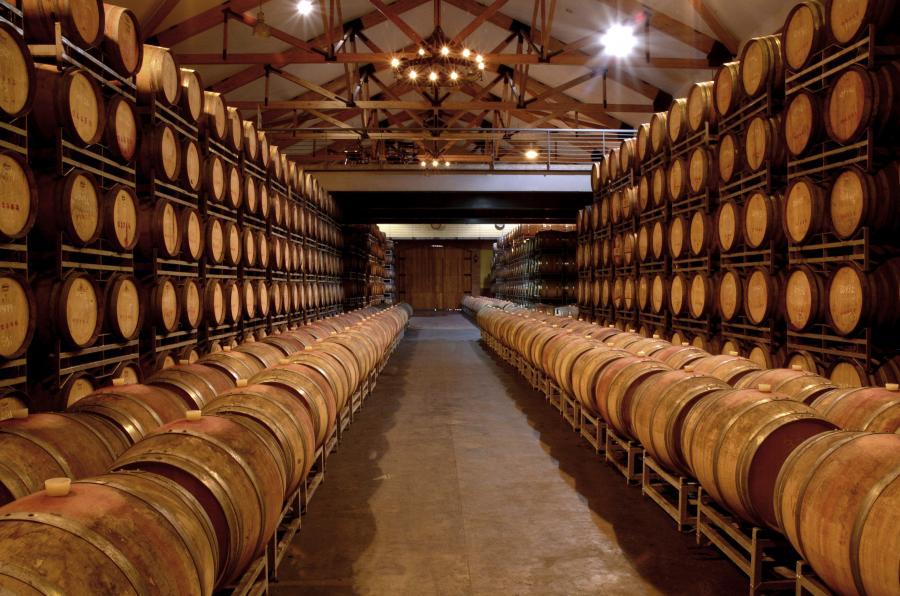 Beczki w jednej z winiarnii w Miguel Torres w Chile