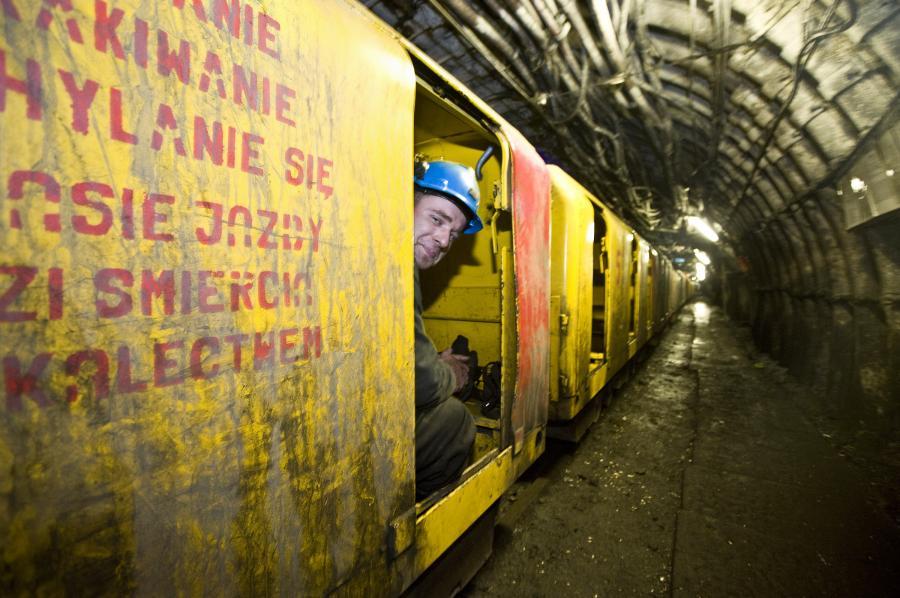 Kolejka w kopalni węgla Tauronu w Jaworznie