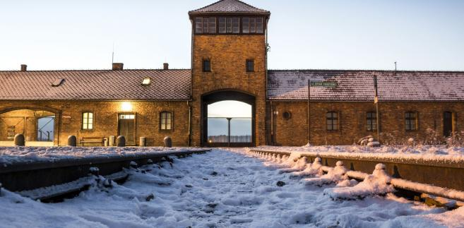 brama niemieckiego obozu koncentracyjnego w Auschwitz