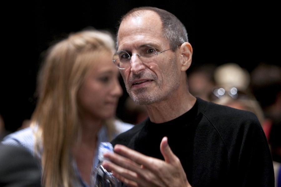 Steve Jobs, CEO Apple Inc, przemawia do przedstawicieli mediów podczas prezentacji produktu Apple w San Francisco, Kalifornia, USA