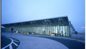 Terminal 2 lotniska Chopina w Warszawie. Fot. Wojciech Wieteska, materiały UM Warszawa