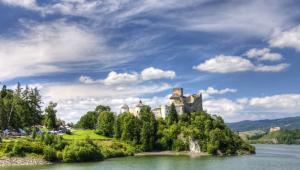 Zamek w Niedzicy nad zalewem czorsztyńskim, Pieniny