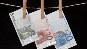Pranie brudnych pieniędzy, fot. Juraj Kovac