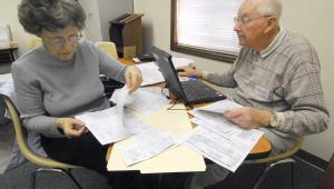 emeryci rozliczający podatki
