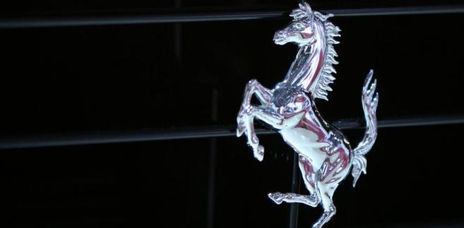 Znak Ferrari. Fot. Chris Ratcliffe/Bloomberg