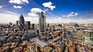 Londyńskie City to siedziba większości instytucji bankowych i handlowych Wielkiej Brytanii. Jest ono przy tym jednostką administracyjną posiadającą prawa miejskie, co jest jedną z podstaw jej dynamicznego rozwoju.