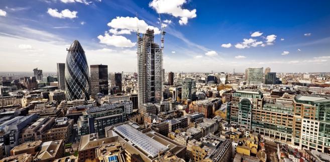 ff929c2fc134c1 Londyńskie City. Londyńskie Cityźródło: ShutterStock. Liczba obywateli  państw Unii Europejskiej pracujących w Wielkiej Brytanii spadła w ciągu  ostatniego ...